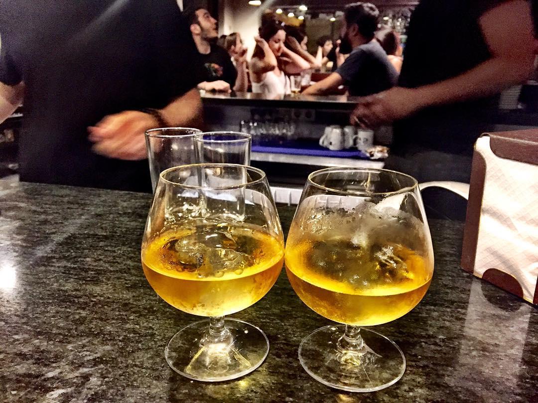 Estoy a un whisky con soda de la escena de la cantina de Star Wars. How I Met Your Mother
