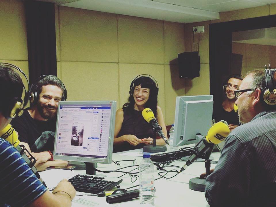 Connecteu ja la ràdio a @lanit31416 que us divertireu tant com nosaltres!! #lanitquenosacaba