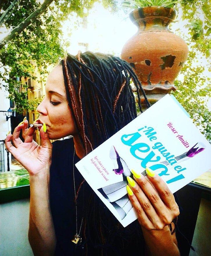 Gracias @albertocalaf! #calor #magradaelsexe #megustaelsexo #roseramills #verano #cigarrillo #corazon #catalunya #cigarette #hot #Cal #teamo #fotodiario #proyecto #fotográficacalaf #albertoCalaf #pasion #fotografia proyecto #fotográficacalaf #albertoCalaf #prensa #elpaissemanal #lavanguardiamagazine #lavanguardia #leica #nikon
