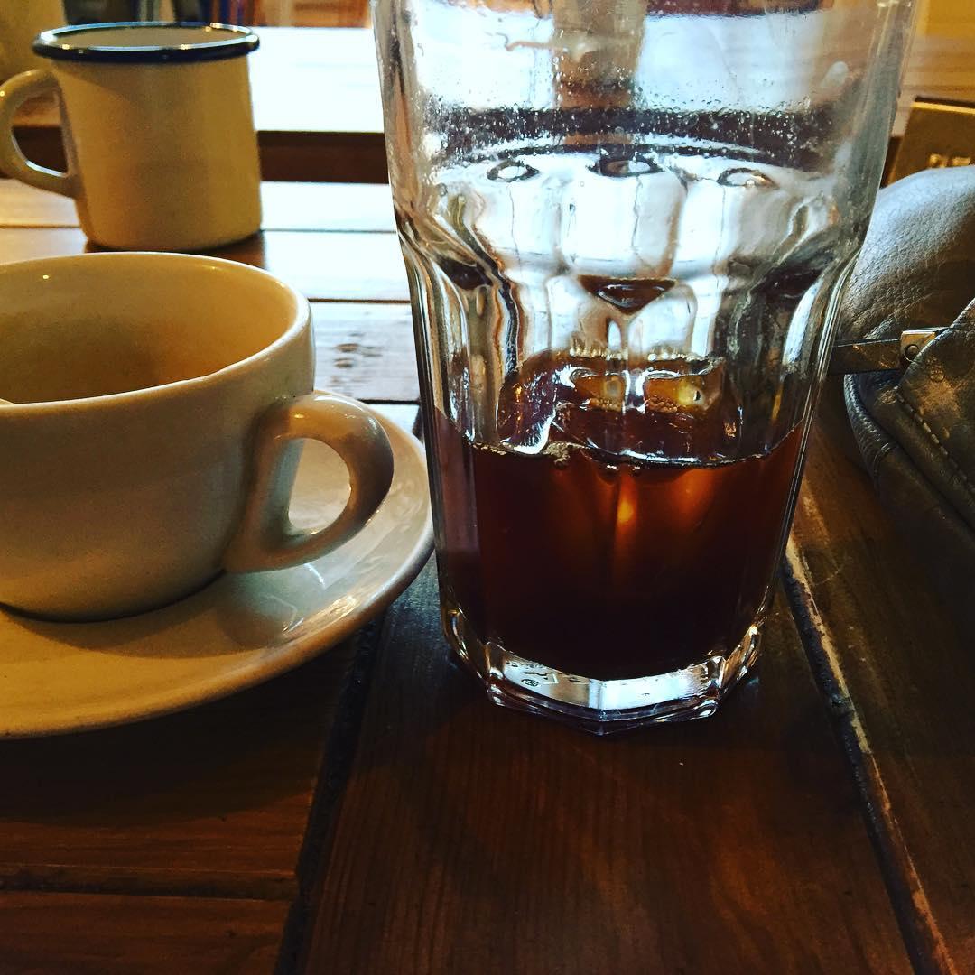Pienso que si hubiera sido mujer usaría café como perfume. John Van Druten