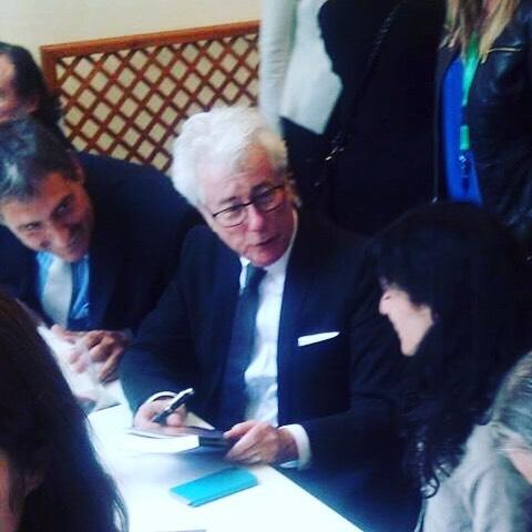 El #santjordi que firmé libros junto a #kenfollet y se interesó por #elecuadordeulises. Le echáis un vistazo vosotros también este verano?