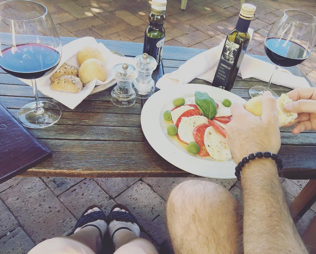 Un almuerzo ligero en un jardín espectacular ;)) #Ravello #costieraamalfitana