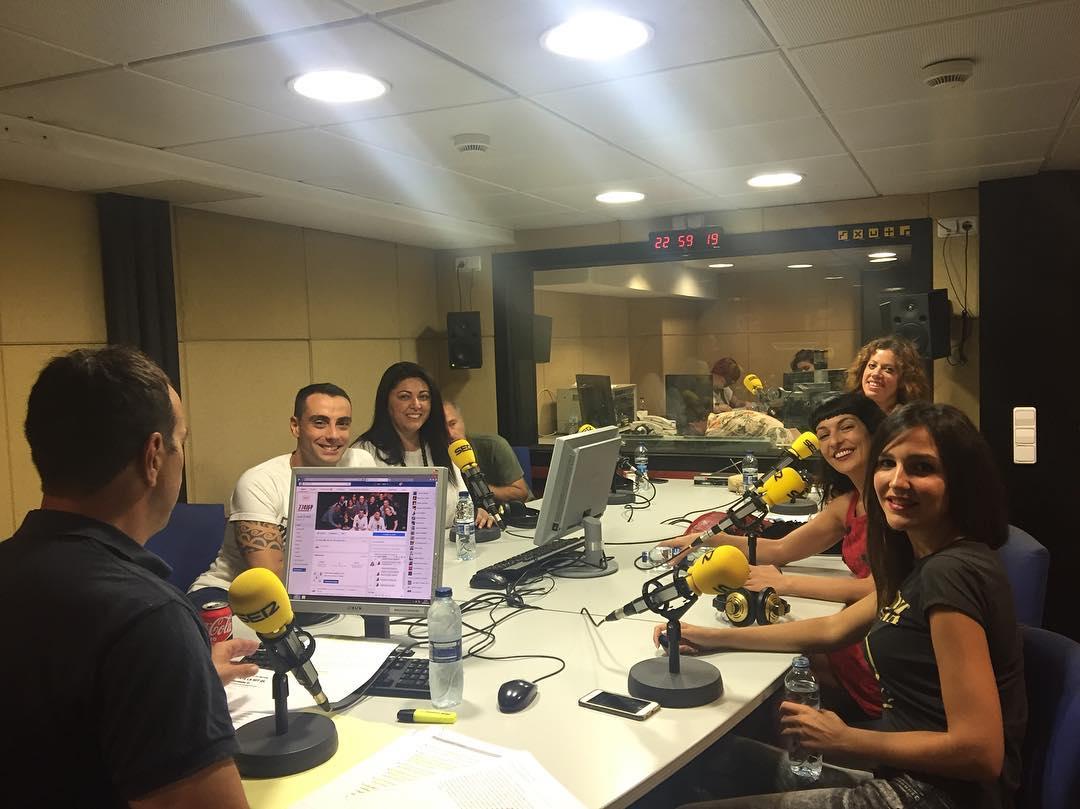 Comença @lanit31416 amb un bon ambient espectacular!!! @la_ser #sercat #31416lanitquenosacaba #radio #risas #humor #tonimarin #pictoftheday #working #news #happyday #friends #moment #lanit131416