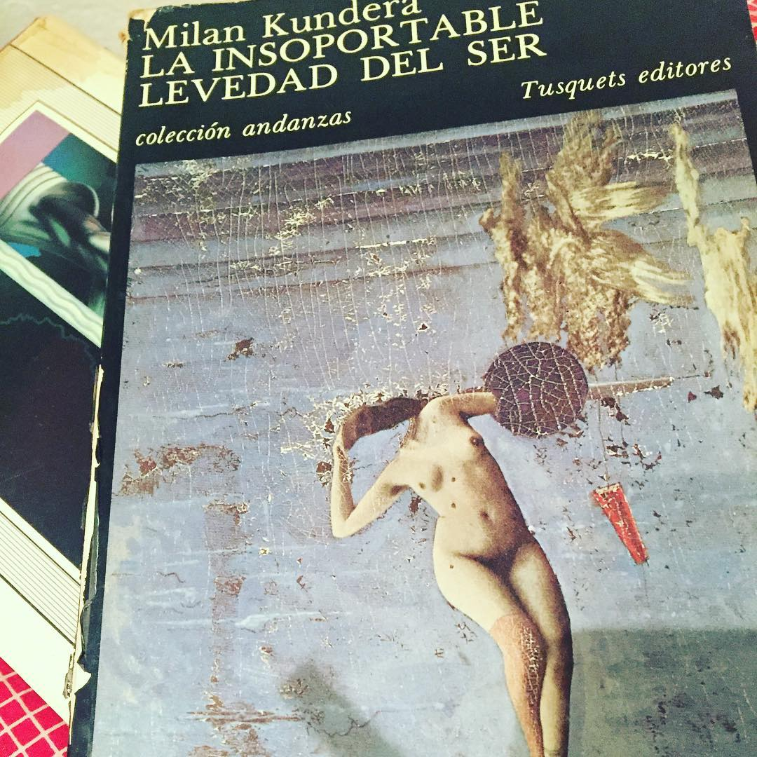 Buenas noches con un libro que me compré con 17 años ;)) #clubdelectura #llibres #books