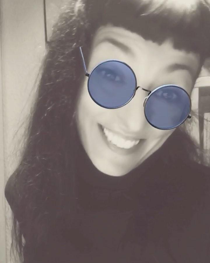 Muy feliz tarde/noche, estoy contenta y se nota ¿verdad #almasbonitas? :))