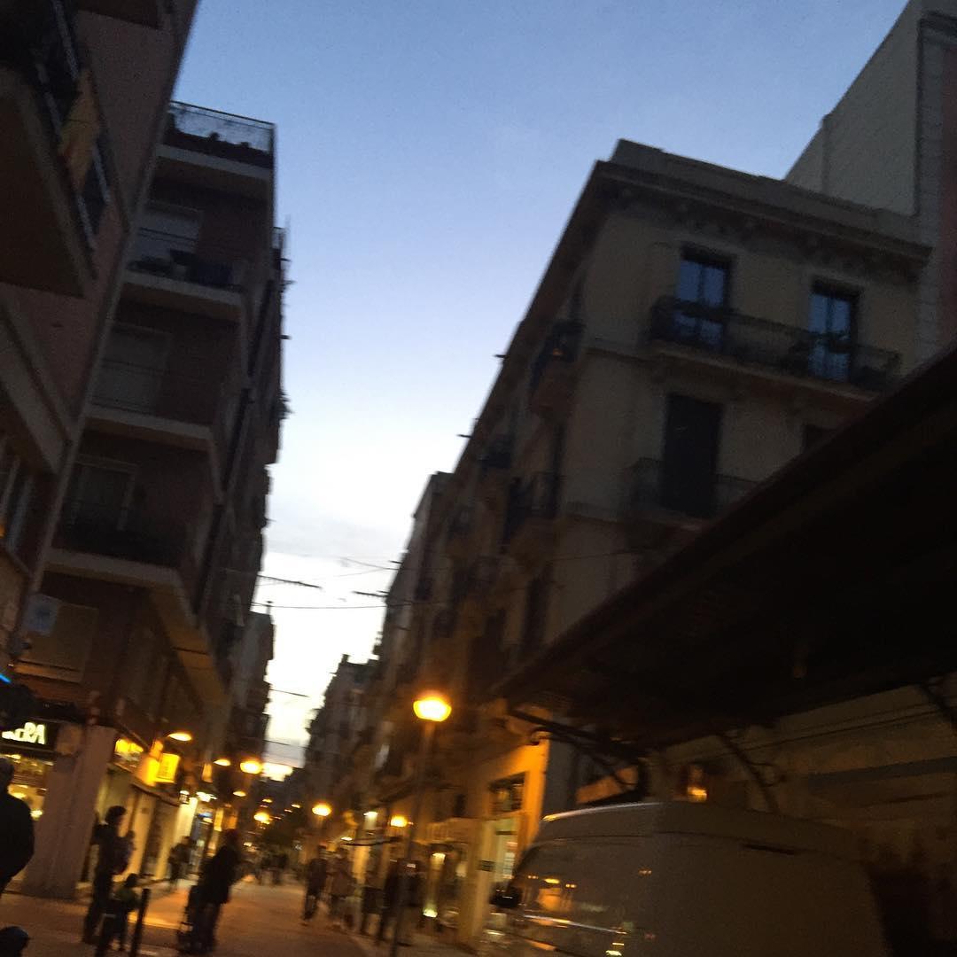 Me gusta la luz de mi barrio a esta hora #barridegracia