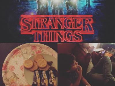 Maratón de #strangerthings en familia, nos encanta esta serie!! #losmalos #losamigosnomienten #demogorgon
