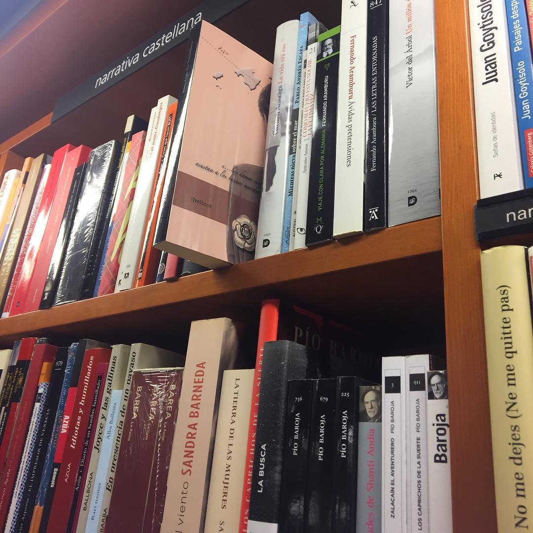 Me gusta saber que sólo queda 1 ejemplar de #labachillera en la Librería Laie :)) @llibrerialaie