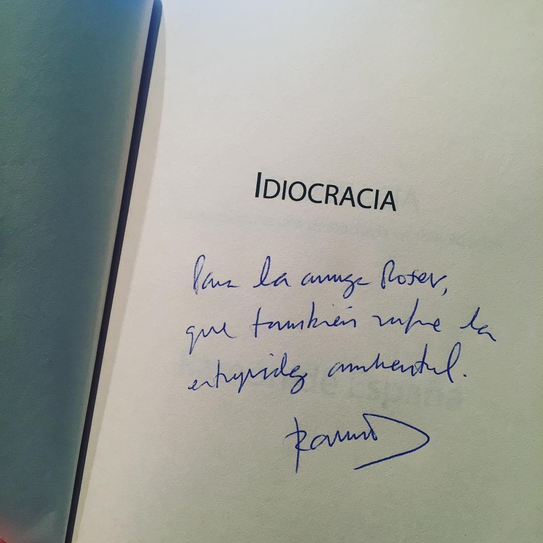 Ramón de España me ha dedicado este libro que voy a devorar y Me va a divertir de lo lindo!
