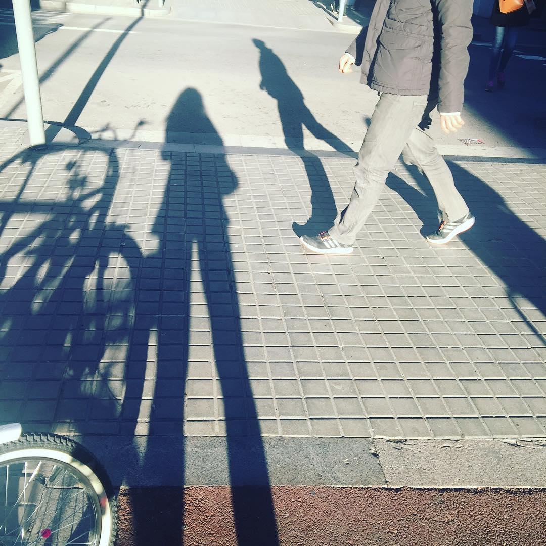 """Sombra aquí y sombra allá ;)) """"La sombra no existe; lo que llamas sombra es la luz que no ves"""" H. Barbusse"""