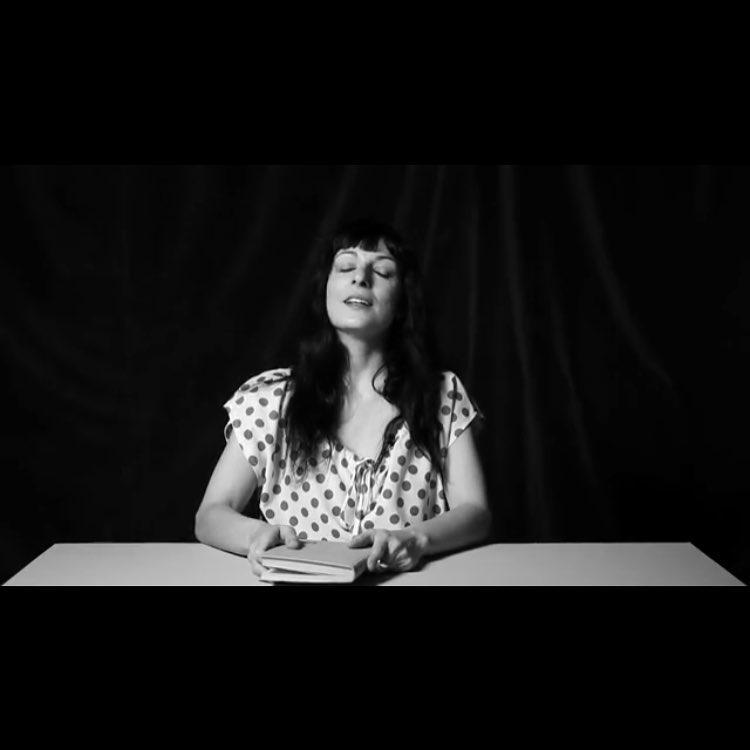 Leo a Mercè Rodoreda en un vídeo de 7 minutos: la revolución. Sabes ya qué es? #elplaerdelalectura en Youtube