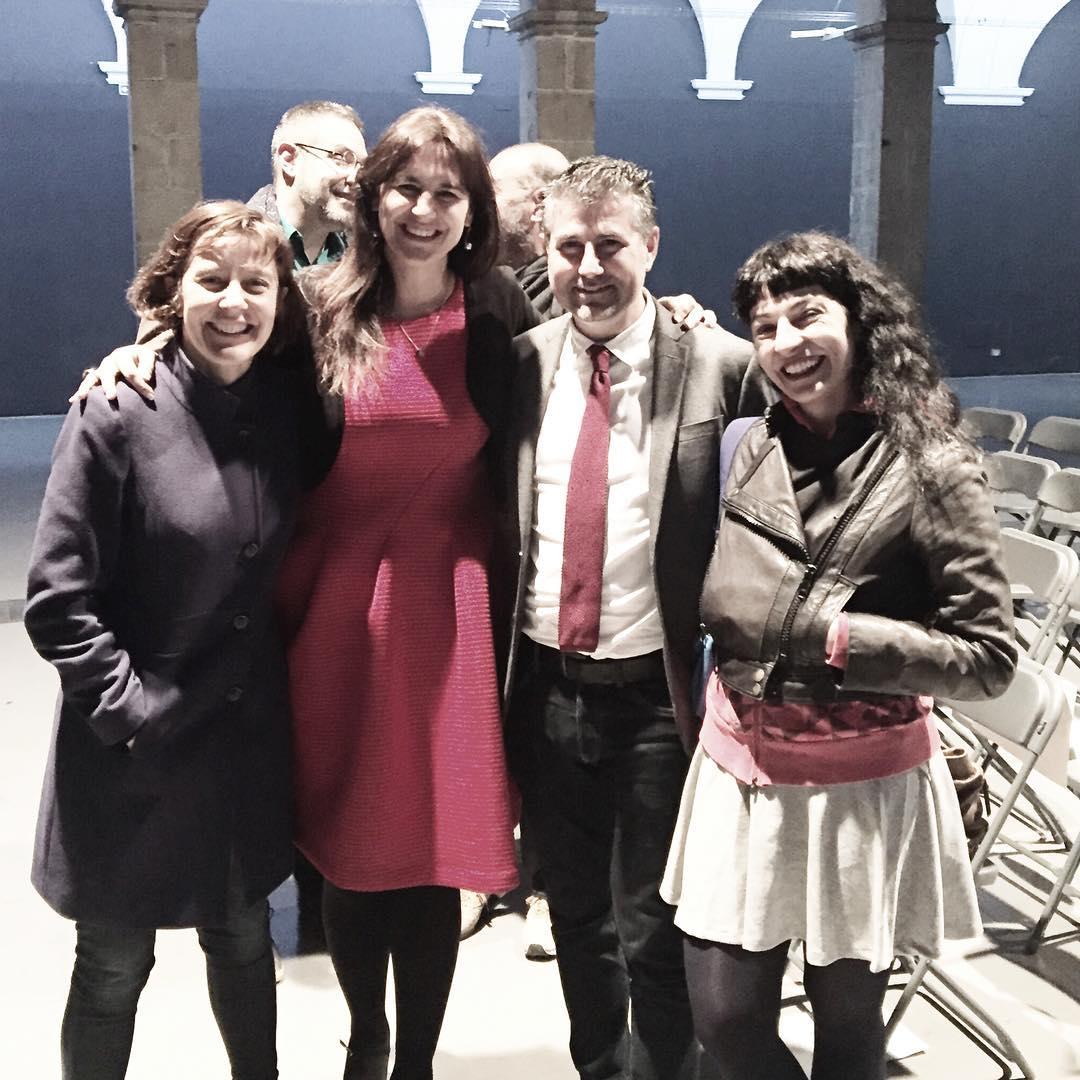 Gran #diamundialdelapoesia amb Laura Borràs, Pep Cerdà i Izaskun Arretxe a l' Art Santamònica