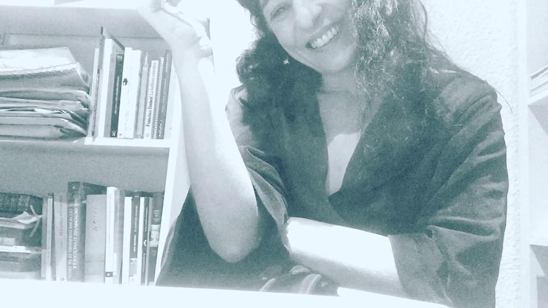 Mis rituales de ponerme a escribir :)) 🎼 On se rappelle les chansons Un soir d'hiver, un frais visage La scène à marchands de marrons Une chambre au cinquième étage Les cafés-crèmes du matin Montparnasse, le Café du Dôme Les faubourgs, le quartier latin Les Tuileries et la Place Vendôme... 🎼