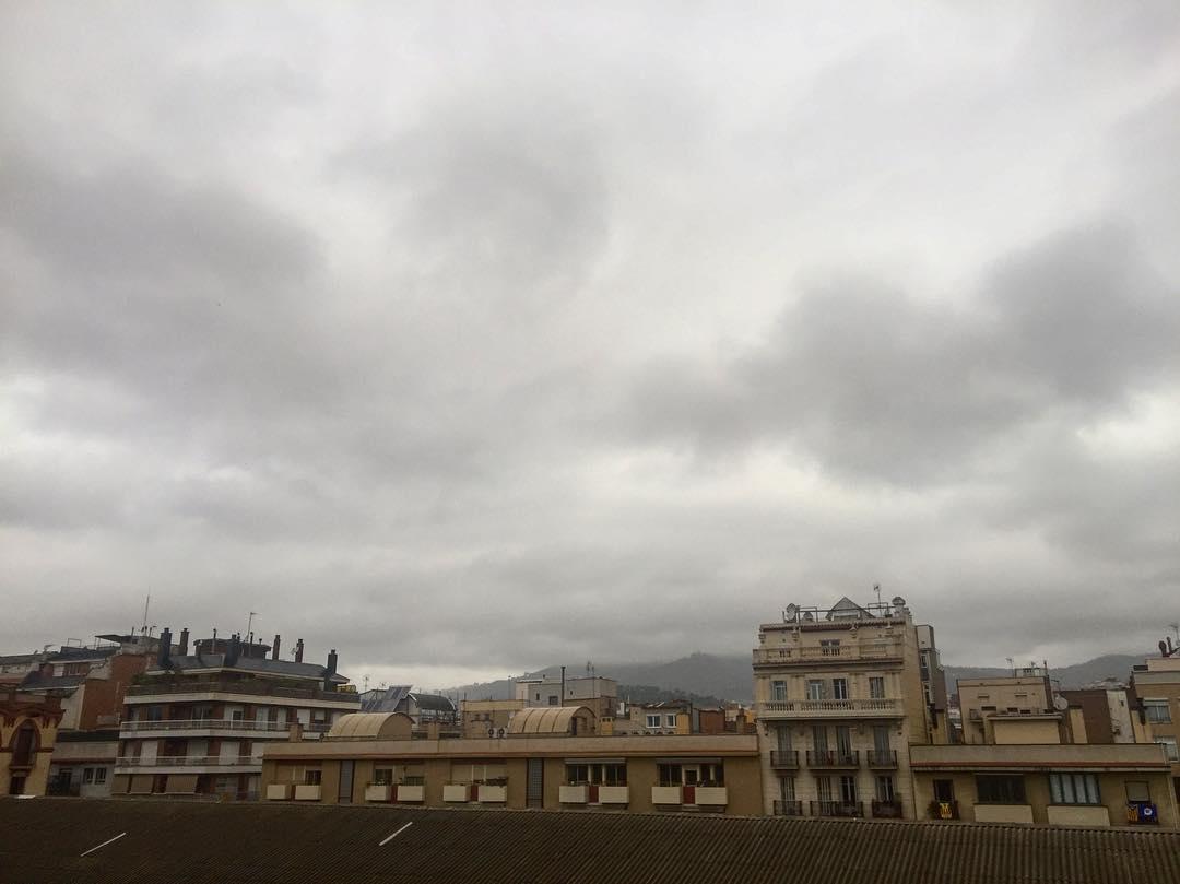 """Según yo lo veo, si quieres el arco iris tienes que aguantar la lluvia"" Dolly Parton #amillsmorning #bondia #buenosdias #goodmorning #morning #day #barcelona #barridegracia #daytime #sunrise #morn #awake #wakeup #wake #wakingup #ready #sleepy #sluggish #snooze #instagood #earlybird #algaida #photooftheday #gettingready #goingout #sunshine #instamorning #early"
