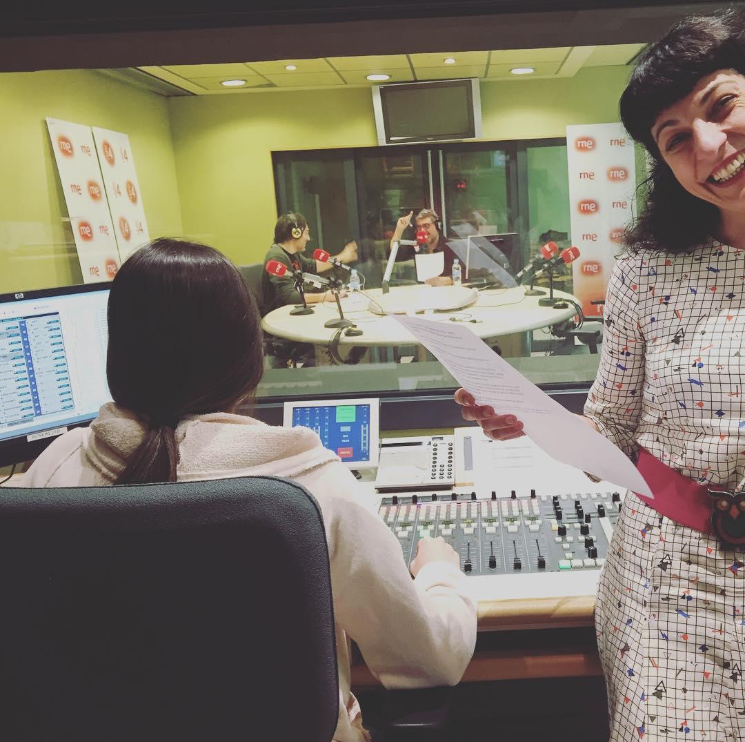 Som-hi! A les 17h ens podreu escoltar a @anemdetarda de @goyoprados a @radio4_rne :))