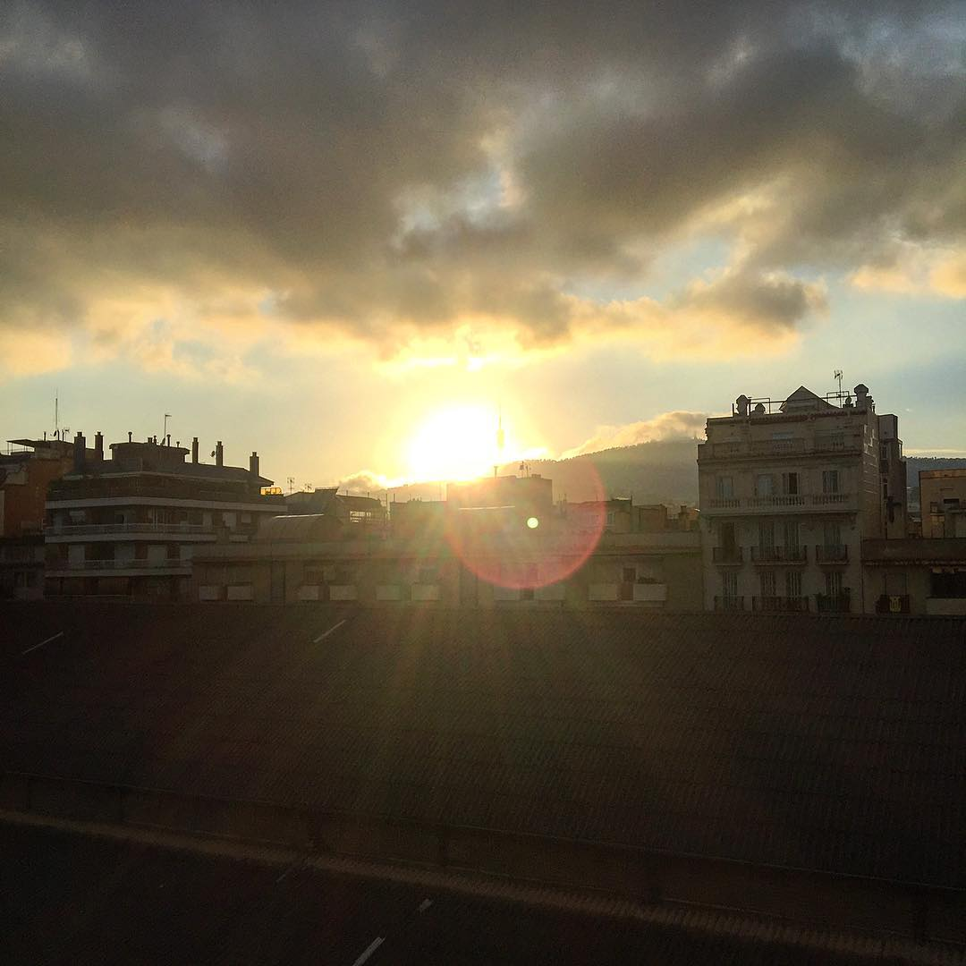 Llegamos a casa y nos recibe este horizonte… #lavidaesmaravillosa ;))
