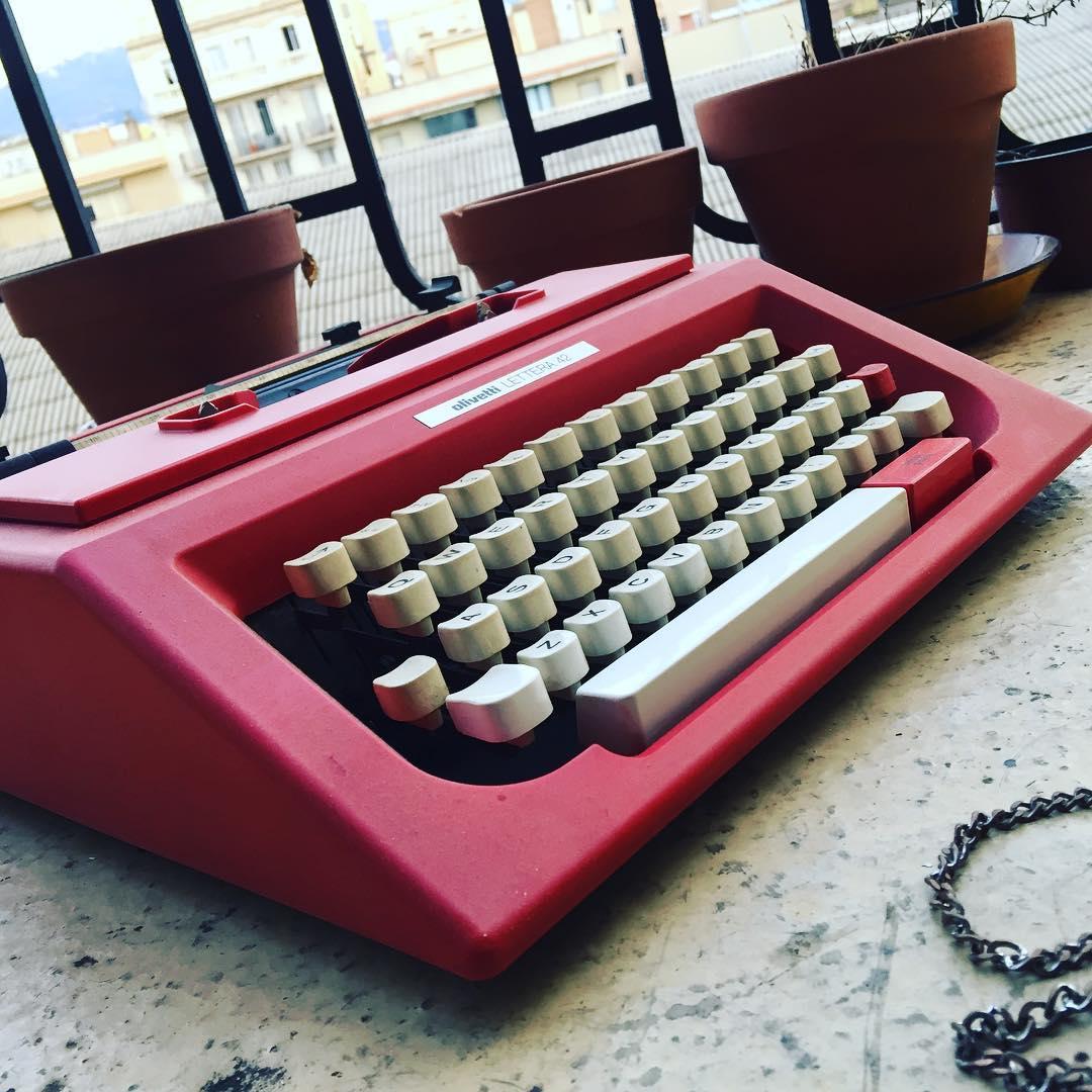 Escribir es una forma de acercarse a los demás #buenosdias #bondia