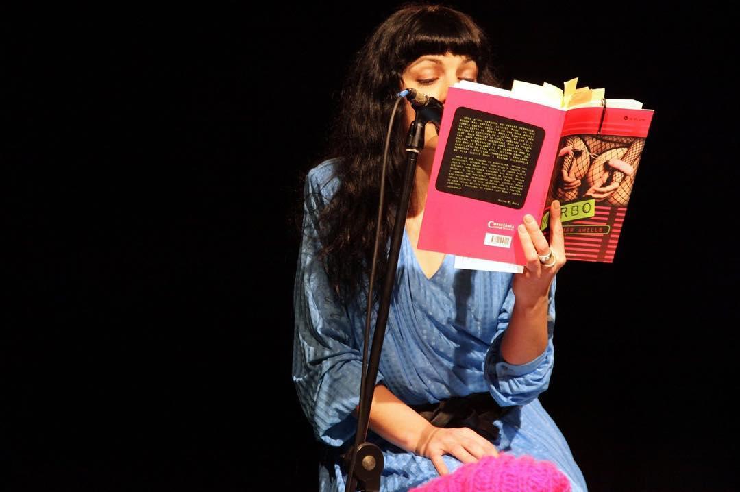 Felicidades #almasbonitas !!!… ¡hoy es el día mundial de los amantes de los libros! ¡Habrá que celebrarlo! #BookLoversDay ☑📚💜💙❤😍