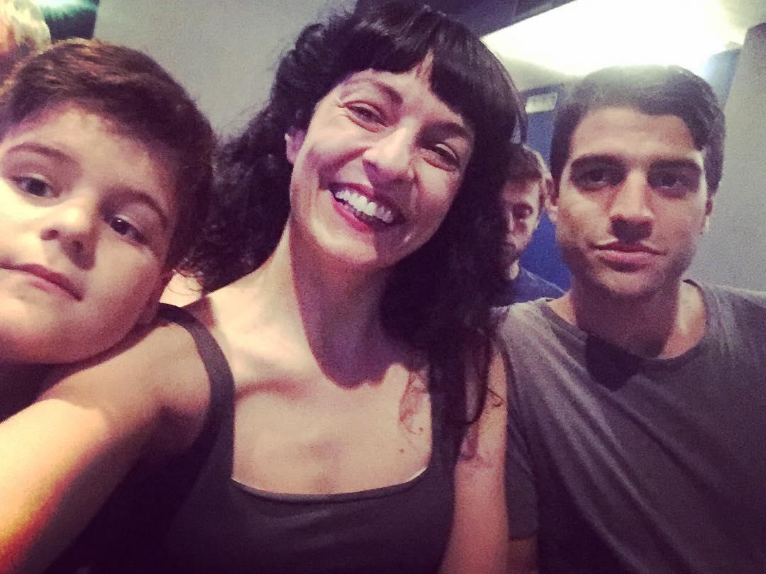 Contenta estoy con mis dos hijos guapos en el teatro :)) Veremos #blank_
