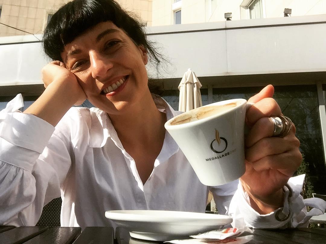 Barcelona es la mejor oficina del mundo! #reunionesdetrabajo #sol #mediterraneo ;)) [camisa blanca de @justfab_es ]