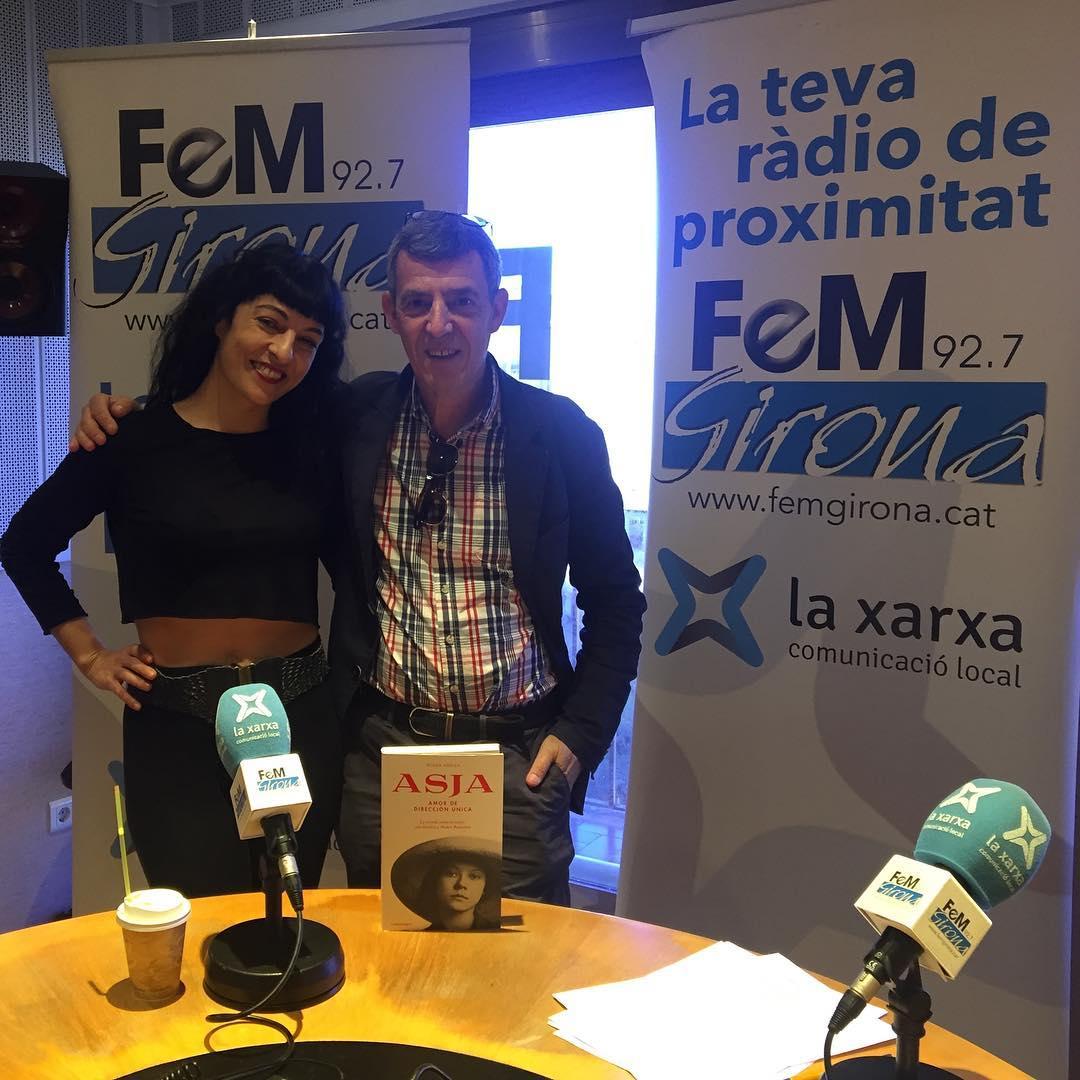 """En directe a @FeM_Girona, l'@eduardcid m'ha entrevistat al programa @gironaara, per parlar d'""""Asja"""" #asjalacis"""