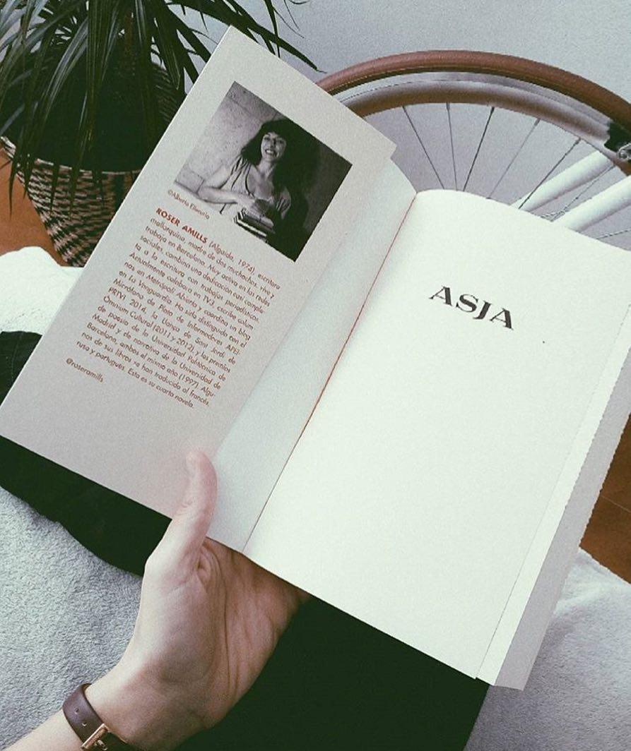 Me hace mucha ilusión irme a dormir con esta foto de @mariamestre__ Gracias por elegir #asjalacis 📚