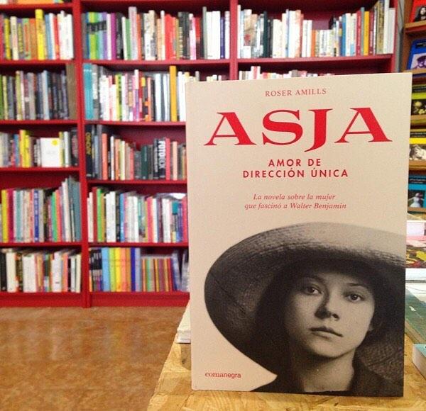 """noveja asja de roser amills a @ratacorner presentant el meu darrer llibre """"Asja. Amor de dirección única"""" . En aquesta novel.la recupero la figura d'Asja Lacis.Vos hi esperam!#ratacorner #roseramills #asja"""