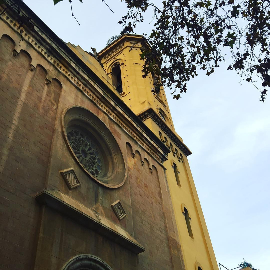 Deixo Barcelona aquí i vaig cap a #valderrobres a veure la llibreria de @octavio_serret