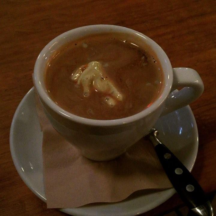 Este café no es normal! Es @frankie_gallo_chachacha ;)) Quién adivina el ingrediente secreto?