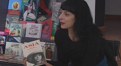 """Foto de @canalTerrassa TV a la llibreria La Temerària de Terrassa, dimarts a la presentació d'""""Asja"""", editorial @comanegra"""