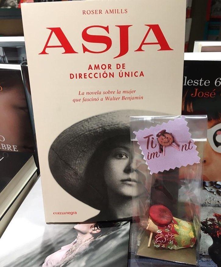 #Repost Ahir a la #llibrerialombra de #rubicity feien per a un client aquest pack 😉el #llibre de la #AsjaLacis i un #superheroidelsomriure un #regal #ideal 😍 de #nadal 🎄🎁🎅🏻🤶🏻#christmas #regaldenadal #tió #catalunya #tradicions #tradicionsnadalenques #instagram #instagood #iman #detallenavideño #iphonephoto FES EL TEU ENCÀRREC 🤓