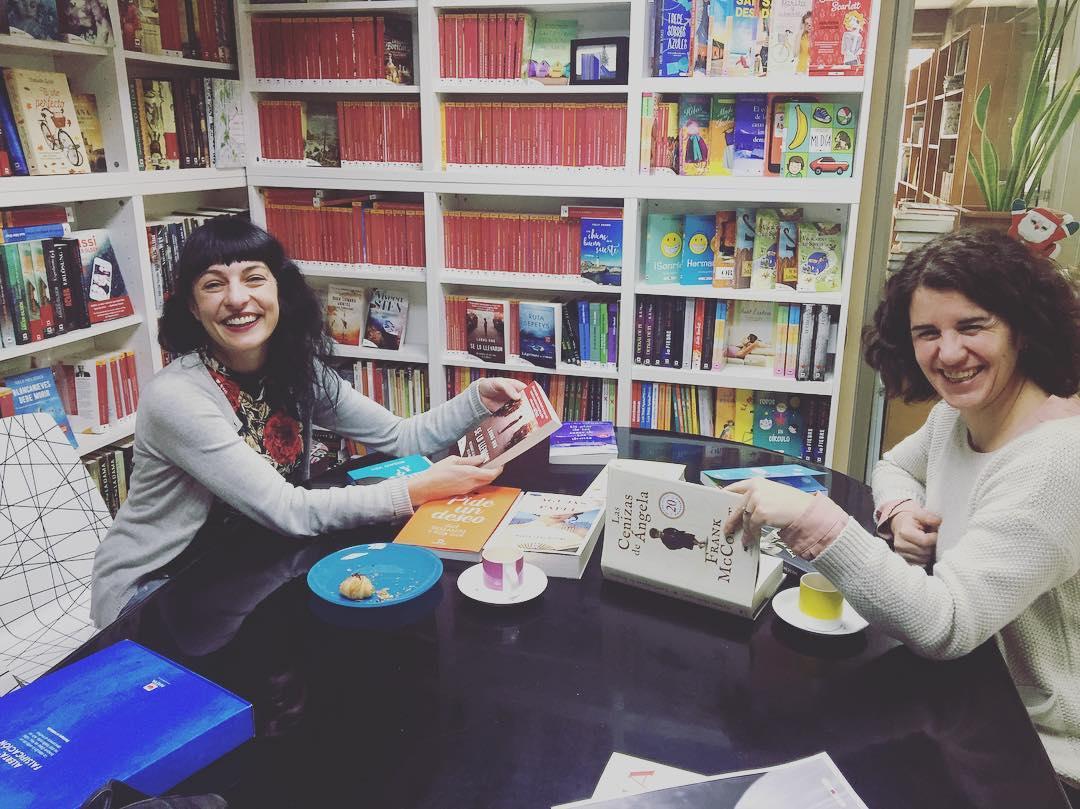 Hoy he descubierto unos cuantos libros nuevos en @edicionesmaeva con Maia Conesa. Con cuál me quedo? 💕📚