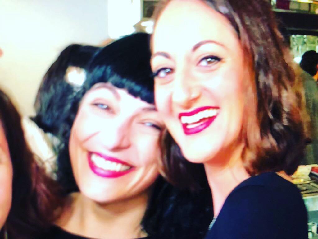 Fotograma del súper vídeo del #cumpleamills que prepara @sisti_crea_sitges ;)) Sonrío con @lamadredelcomanche 💕