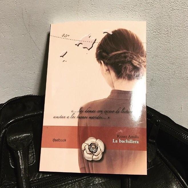 Chico regala a chica un libro y... Me hace muy feliz que haya elegido #Labachillera !!