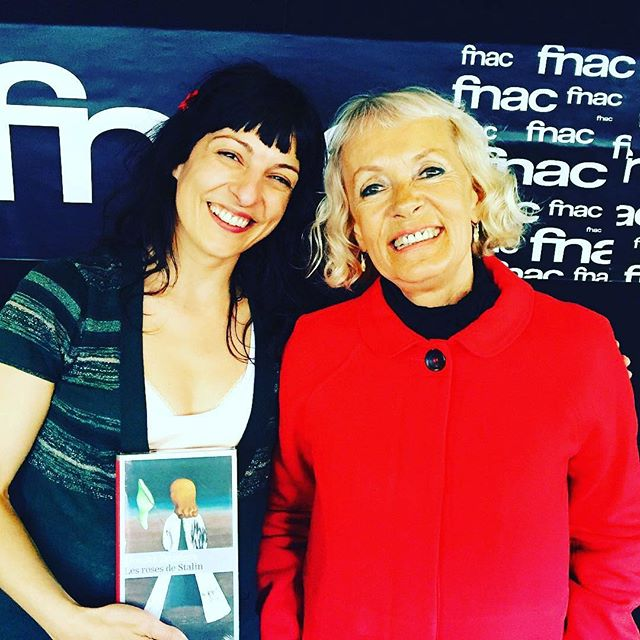 "Conversación ""Mujeres y Gulag"" entre Monika Zgustova y Roser Amills en la @llibreriaefora de #Cerdanyola. Dues autores @roseramills i @monikazgustova, ens parlaran de les vides d'unes dones extraordinàries que van sobreviure a aquell horror blanc dels #gulags. #dones #donesigulags #cerdanyola #igersbooks #books @comanegra @galaxiagutenberg #libros #igerscerdanyola #llibreries #llibreriaefora #igerscerdanyola #museuartcerdanyola"