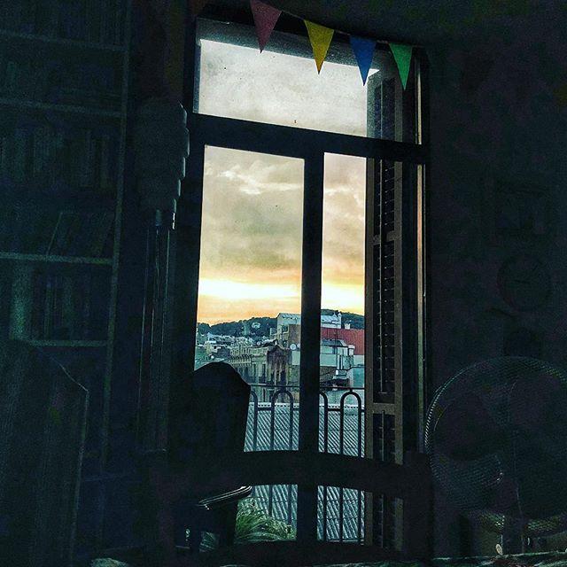 """""""La sombra no existe; lo que tú llamas sombra es la luz que no ves."""" Henri Barbusse"""
