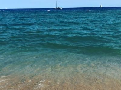 Magnífica tarde en @escolademar.catDeportes acuáticos y relax#montgat #montgatbeach #escolademar #timodelgat  #clubmaritimmontgat #vela #catamaran