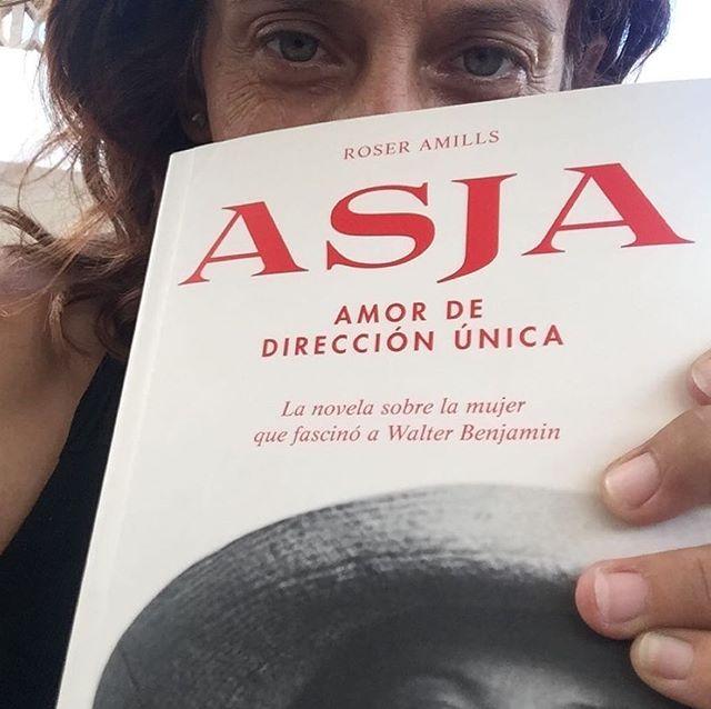 Uep! Na @catyvico77 ja te es seu exemplar de sa novel.la sobre #asjalacis & #walterbenjamin !! A què esperau voltros? 📚💕