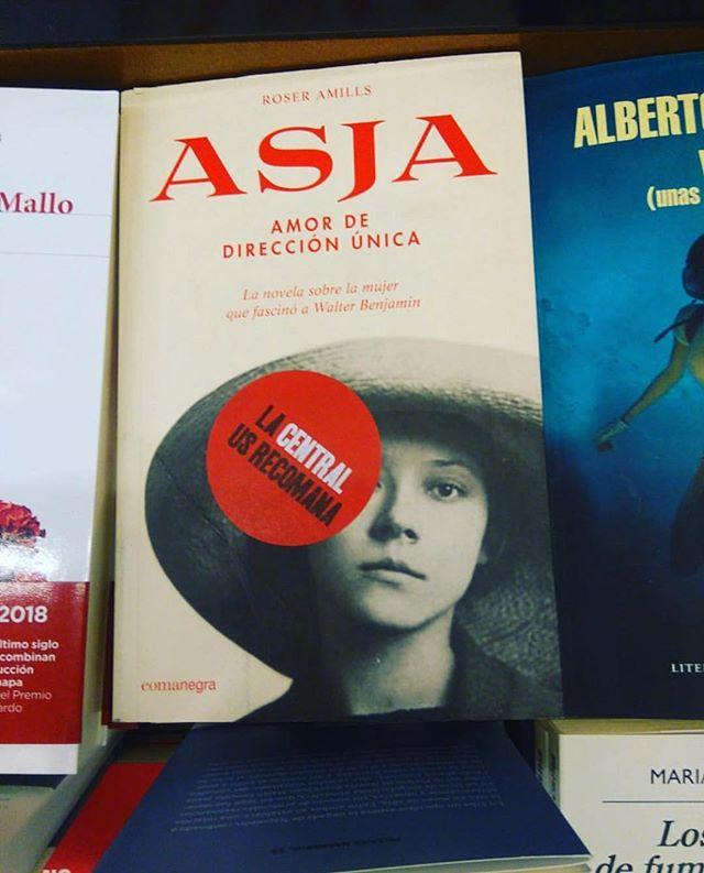 Qué alegría: @lacentral_llibreria recomienda mi novela sobre la historia de amor entre #asjalacis y #walterbenjamin 💕