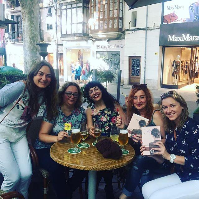 Lectoras mallorquinas de La bachillera, de Roser Amills
