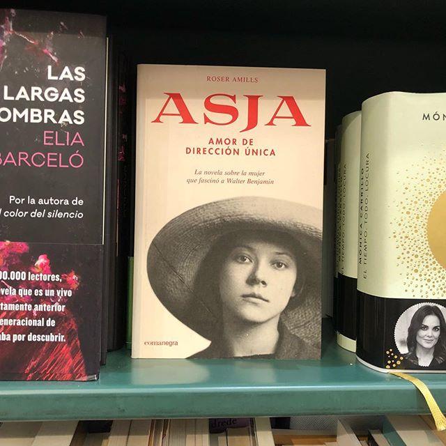 Gracias por esta foto de #asjalacis en @casadellibro y feliz lectura!