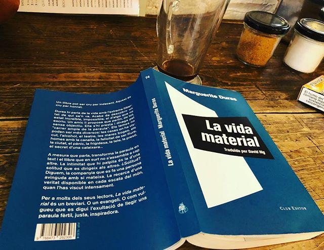 Aquest llibre és per llegir i rellegir i enamorar-se bojament de na #margueriteduras. Gracis @mariabohigassal 📚💕#lavidamaterial