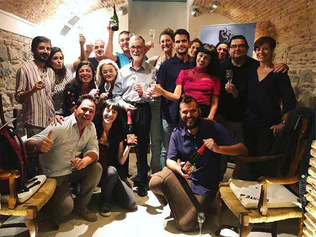 Festa de @cavaguilera Cava feliços! 🥂🍾 #iLoveCava #Macabeu #vines #Guilera #vineyard #Penedes #wine #region #catalonia #catalunya #CavaGuilera #Barcelona #Cava #tasting #luckygirl #instamood #winetasting  #process #patience it takes #time