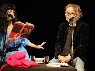 Regala teatre: MOS A MOS | Tast de poesia a l'Antic Teatre amb @VictorAmela i @RoserAmills 14 de gener, 21h Entrada 6€ (ja podeu comprar o reservar entrades a anticteatre@anticteatre.com o trucant al 93 315 23 54)