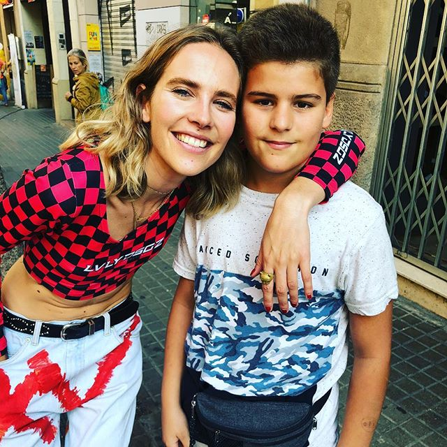 Hoy @juanfelixgarciaamills ha conocido a @brisafenoy , mira @helencapel :)) #botigaalcarrer #barridegracia