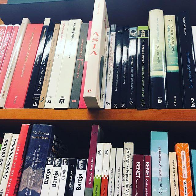 Gracias @llibrerialaie por tener siempre la novela sobre #asjalacis & #walterbenjamin siempre!