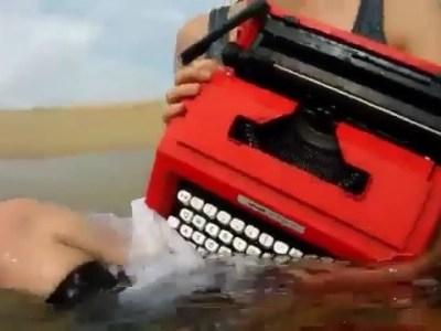 """""""Prefiero las máquinas de escribir usadas porque ya tienen experiencia y ortografía"""" #ramongomezdelaserna #asjalacis & #walterbenjamin #novela #libros"""