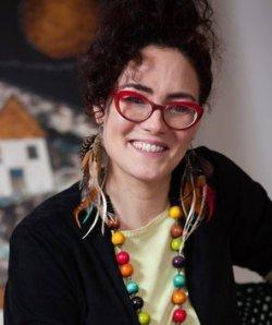 Lucía Salcedo, cantant, pintora, treballadora social i tarotista (Barcelona)