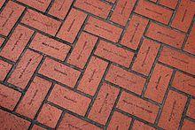 """Losetas con el nombre de los portlandeses que contribuyeron a la creación de la """"Pioneer Courthouse Square""""."""