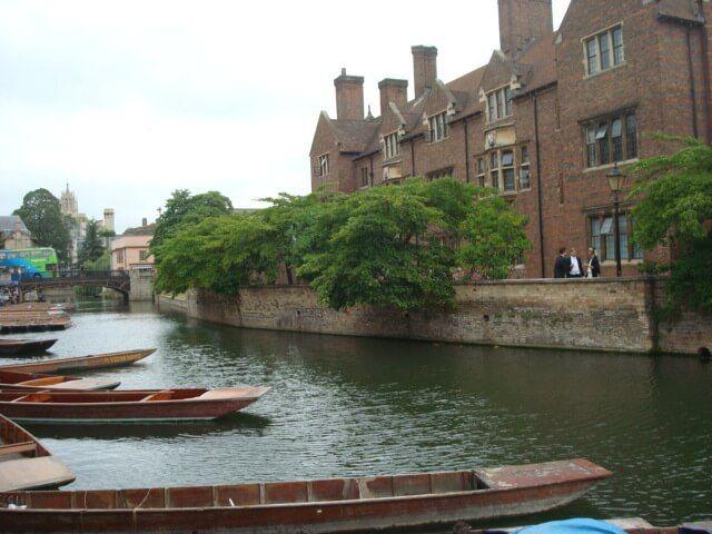 Cambridge, vistas de las góndoles para practicar punting.